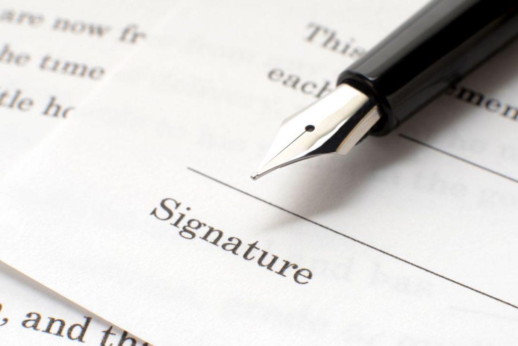 Jeśli pożyczamy powyżej 500 zł, to należy sporządzić pisemną umowę.